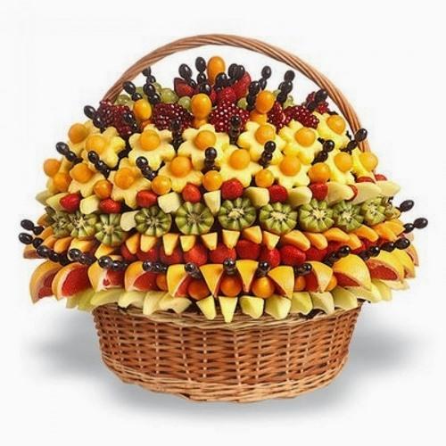 Tranche de fruits sur la table de fête - idées de photos incroyables